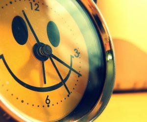 alarm_clock_smile_funny_creative_design_7327_3840x2400