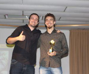 Prêmio de Melhor Cartaz 3º ano - Filme Rosa Mística, entregue pelo Prof.Rodrigo Woloski — em Colégio Santa Doroteia