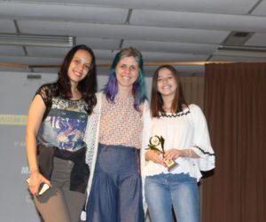 Prêmio de Melhor Maquiagem e Cabelo 1º ano - Filme Um Certo Capitão Rodrigo, entregue pela profª Dani Boff — em Colégio Santa Doroteia.