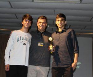 Prêmio de Melhor Roteiro 1º ano - Filme Um Certo Capitão Rodrigo, entregue pelo prof.Giovanni Bittencourt