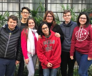Profª Roselaine Brunetto e os aprovados do Ensino Médio